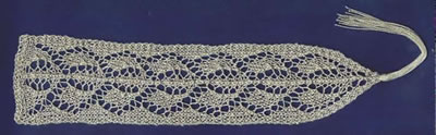 Bookmark with leaf pattern